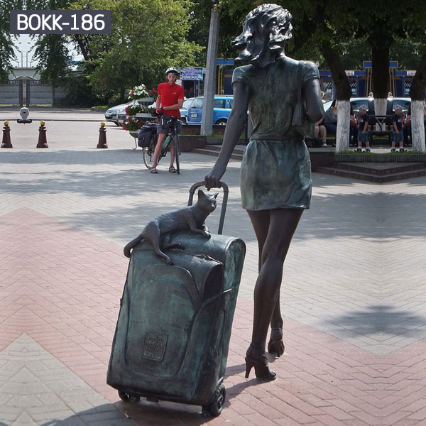 Custom made bronze classical young lady pull a suitcase statues for sale BOKK-186