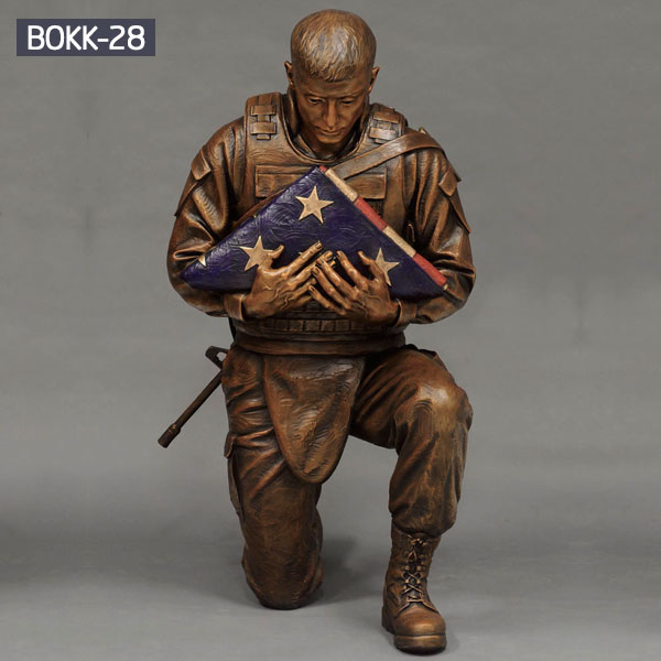 Life size military kneeling solider flag holder statues for sale BOKK-28