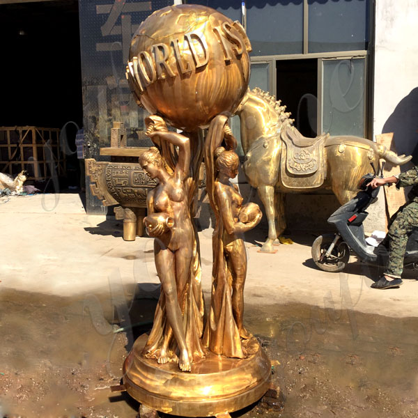 Outdoor Life Size Bronze Sculpture of The World Is Yours for Decoration Maker BOKK-583